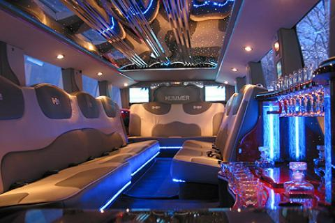 Hummer Limousine in New York for prom