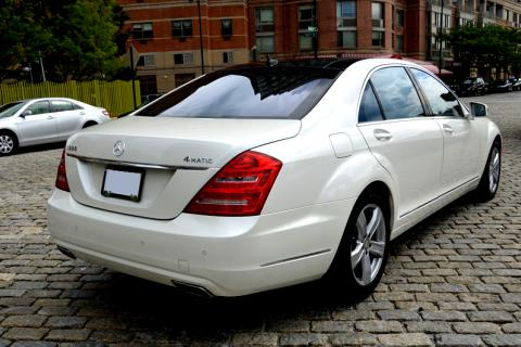 Mercedes S550 limousine in NYC